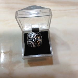 Ladies large ring